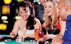 tavolo da blackjack con fiches