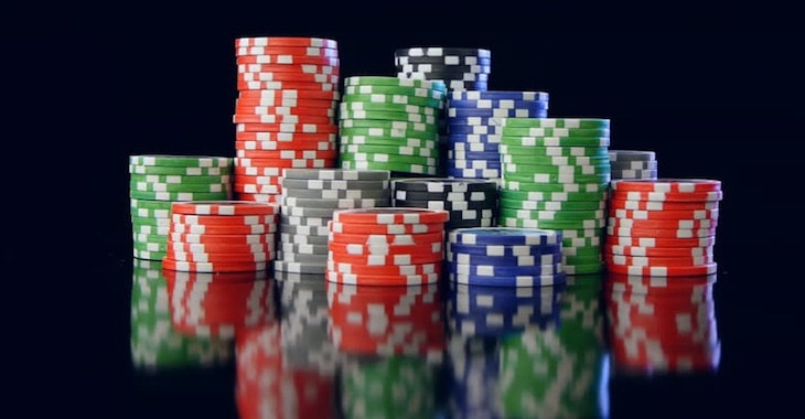 la struttura delle puntate nel poker